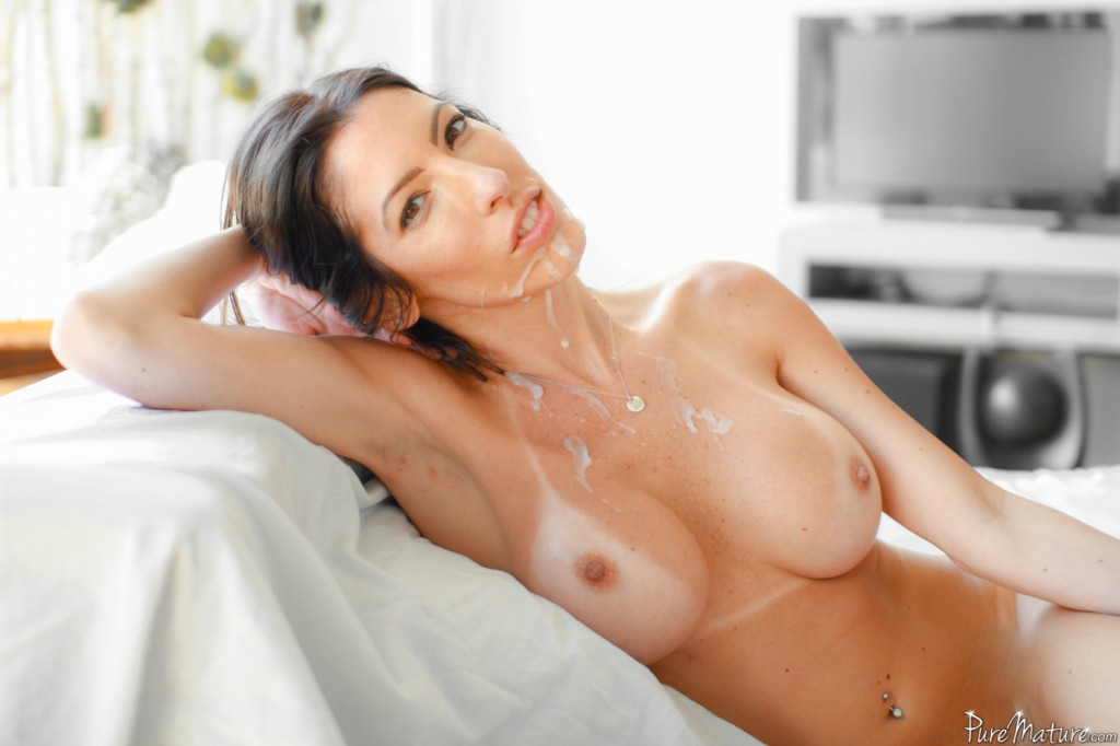 naked milf on massage bed