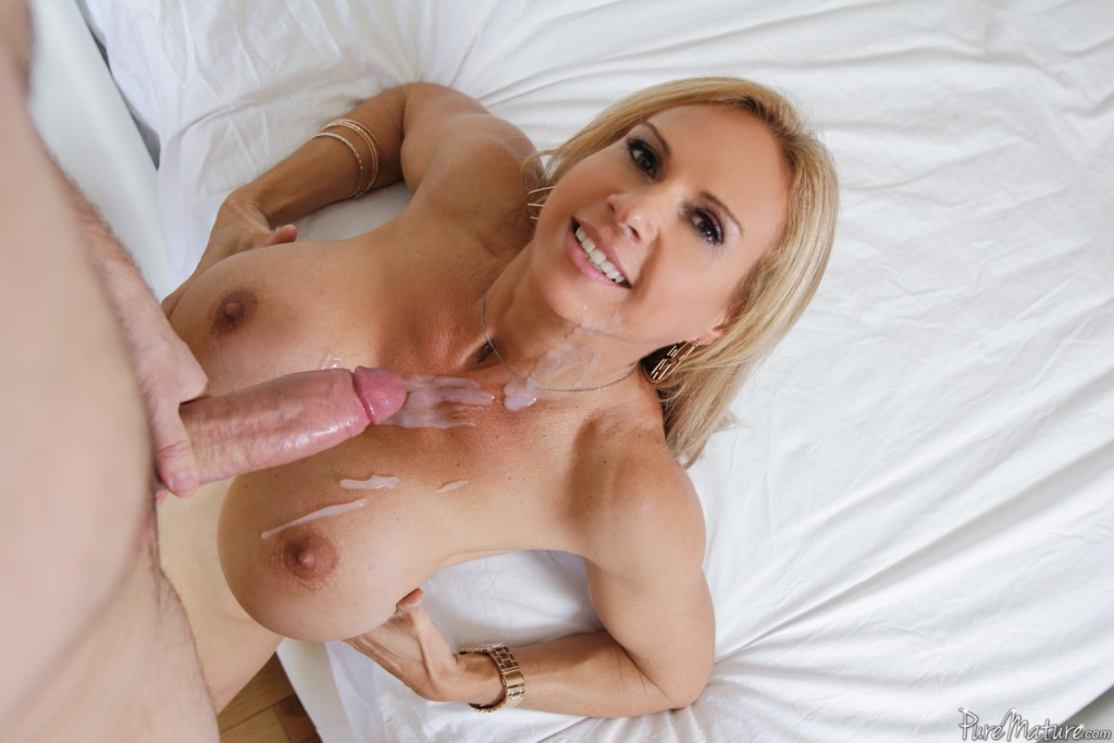 image Francesca loves to suck a big cock of her friend